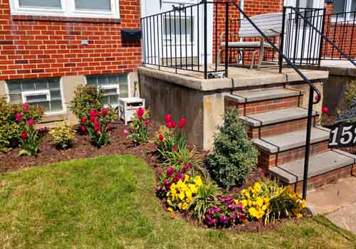 front of townhouse flower bed ideas